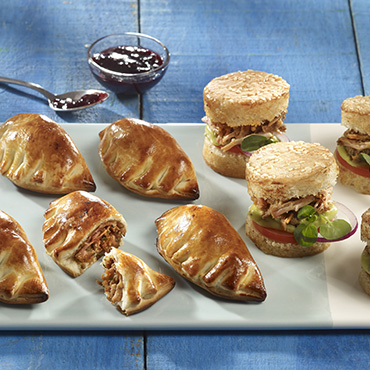 Effiloché de porc en mise en bouche : empanadas et mini-burger pulled pork