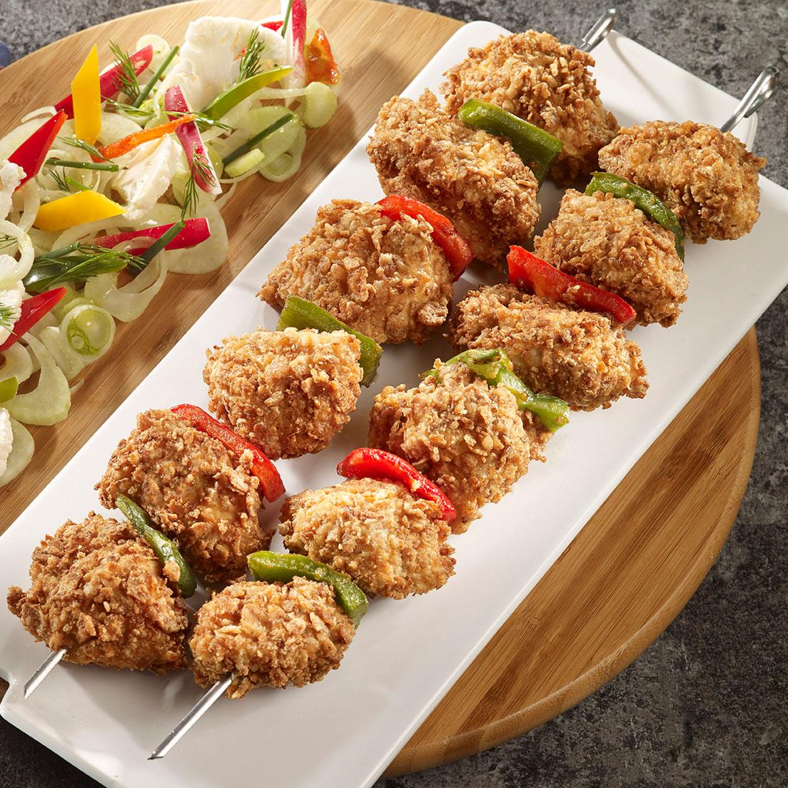 Brochette de poulet panée et garniture de légumes à cru façon Bagna Cauda